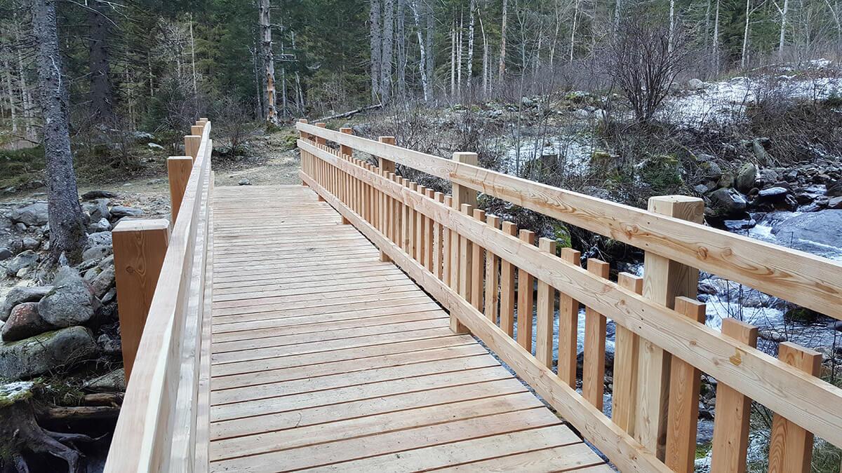 Construire une passerelle en bois for Construire un garde corps