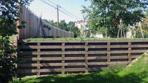mur en rondins et traverses bois
